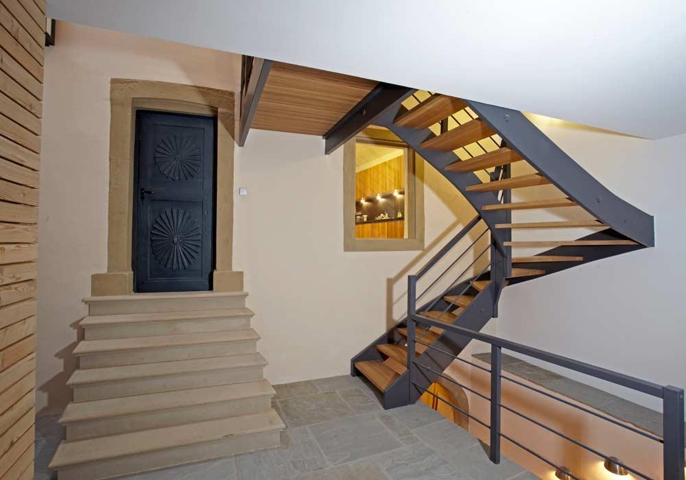 Escalier et porte