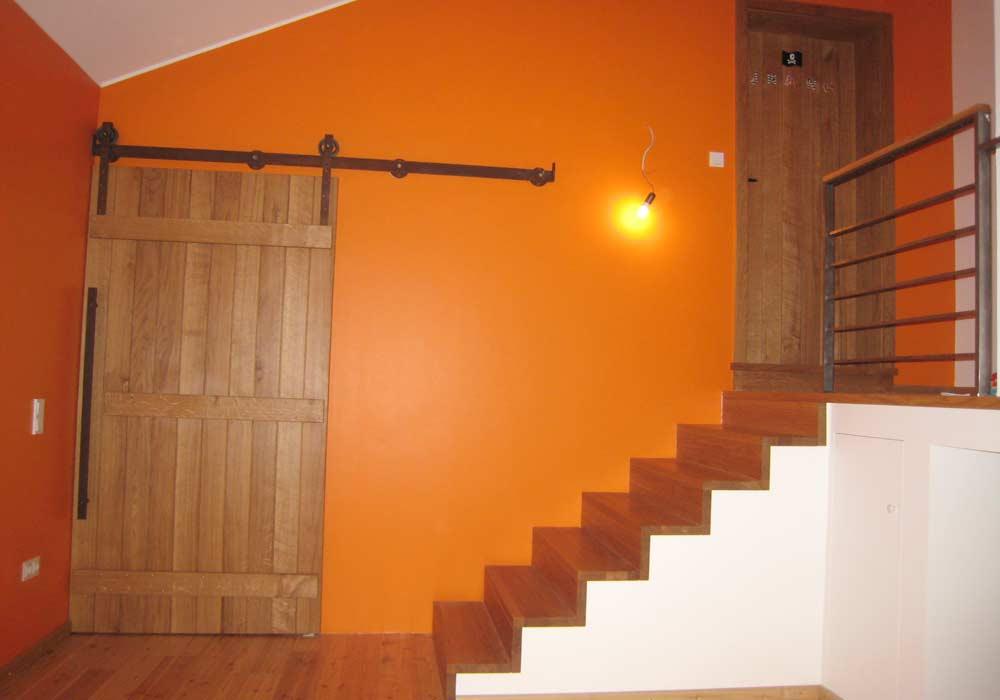 Porte coulissante et escalier